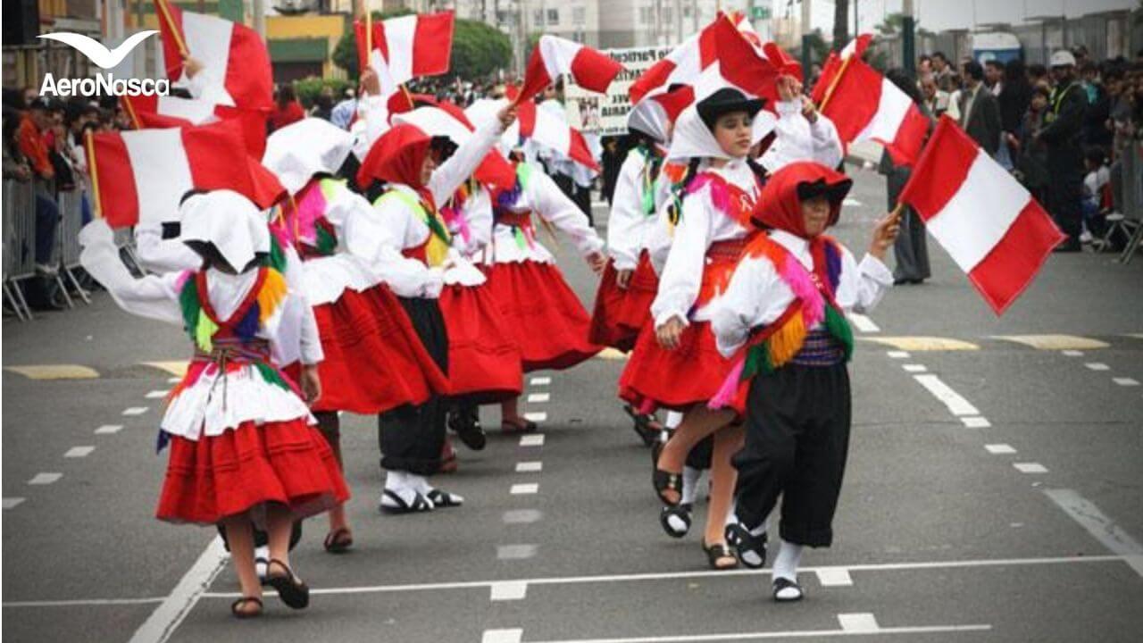 Desfiles escolares en Perú por las Fiestas Patrias