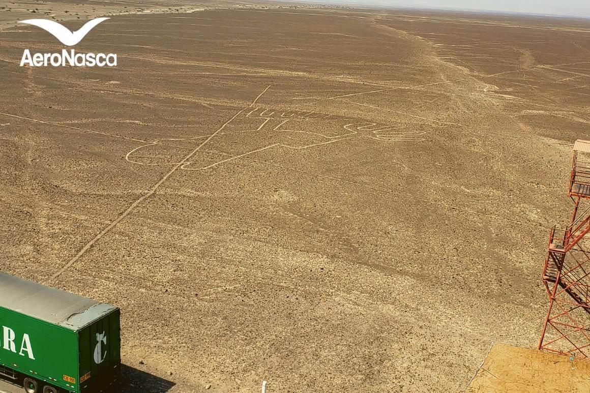 Lineas de Nazca Las Manos desde El Mirador de Nazca
