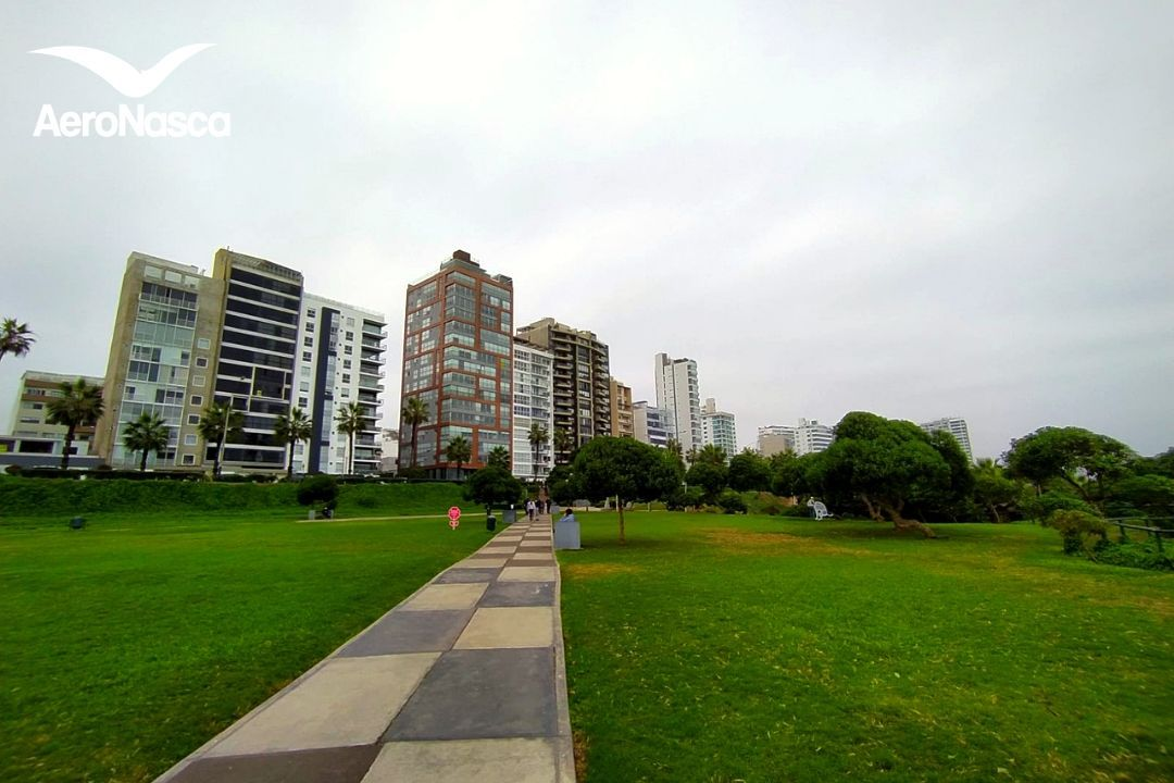 Lima desde el Parque Maria Reiche en Miraflores