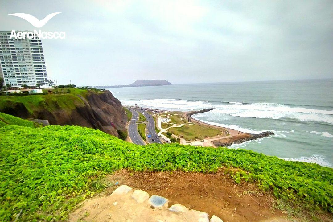 Sur de Lima desde el Parque Maria Reiche